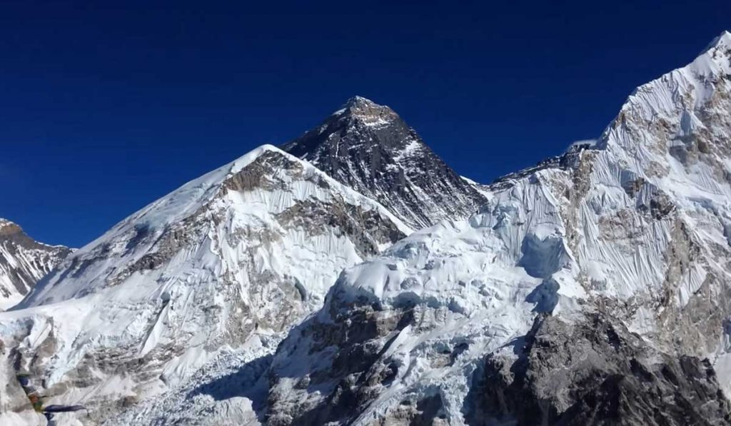 how long does it take to climb mount Everest?
